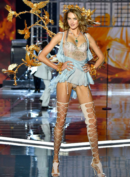 fashion-show-runway-2017-goddesses-sanne-look-8-victorias-secret 4chion lifestyle