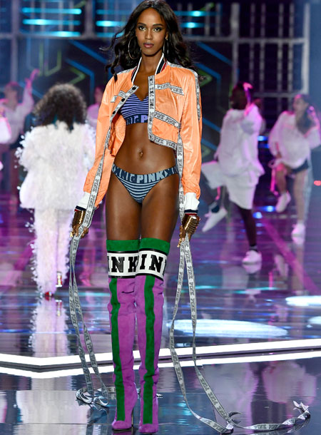 fashion-show-runway-2017-millenial-nation-leila-look-6-victorias-secret (1) 4chion lifestyle