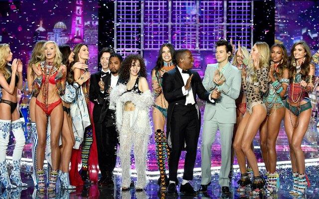 fashion-show-runway-2017-muscial-guests-models-finale-victorias-secret 4chion lifestyle