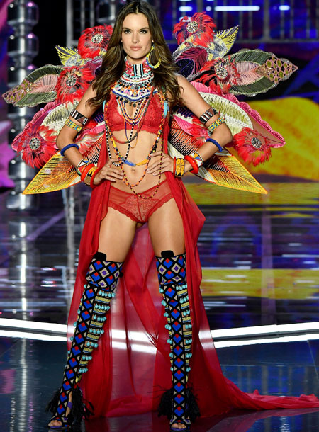 fashion-show-runway-2017-nomadic-adventure-alessandra-look-14-victorias-secret 4chion lifestlye