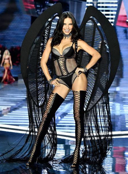 fashion-show-runway-2017-punk-angel-adriana-look-13-victorias-secret 4chion lifestyle