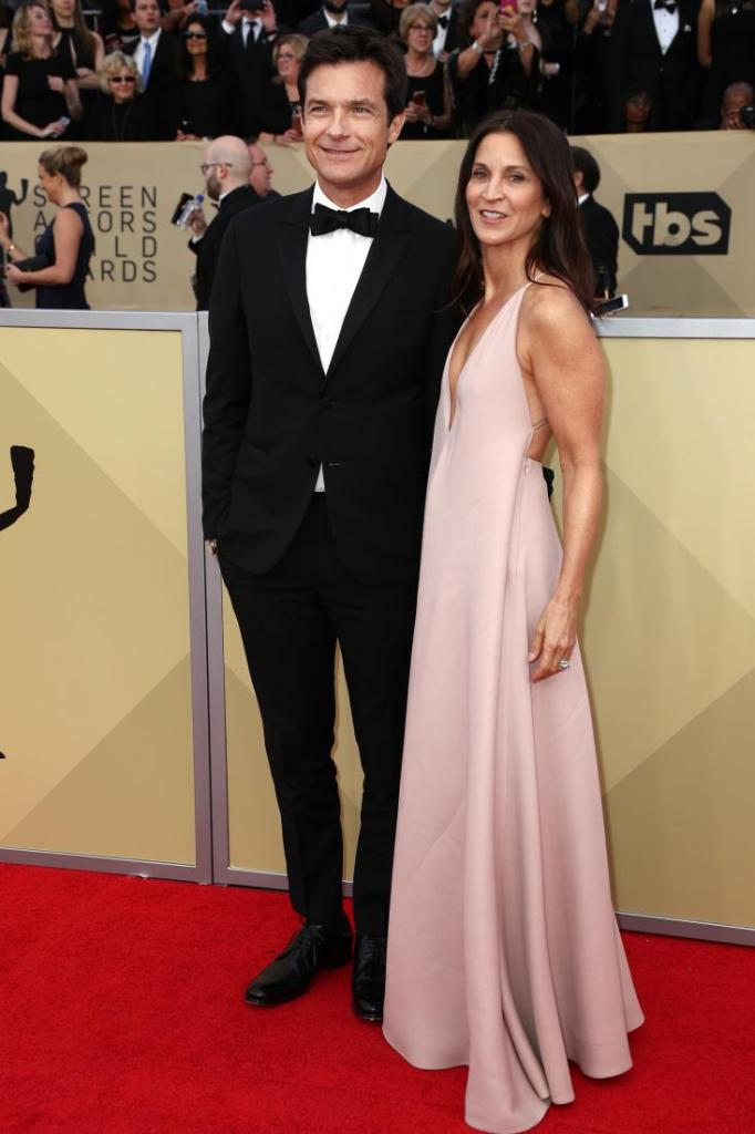 Jason Bateman (L) and Amanda Anka red carpet SAG Awards 4Chion Lifestyle