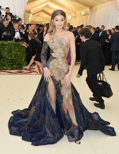 Gigi Hadid Versace Met Gala 4Chioni Lifestyle