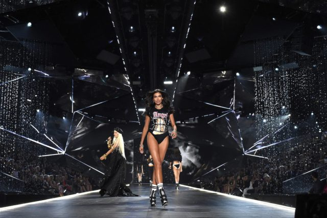 fashion-show-runway-2018-downtown-angel-kelly-rita-ora-victorias-secret-4chion lifestyle