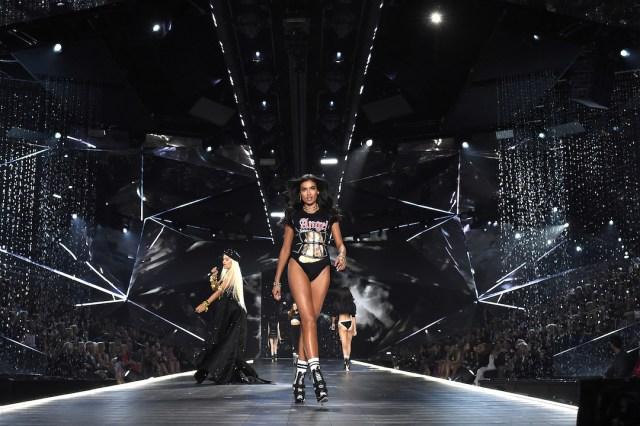 fashion-show-runway-2018-downtown-angel-kelly-rita-ora-victorias-secret-4chion lifestyle