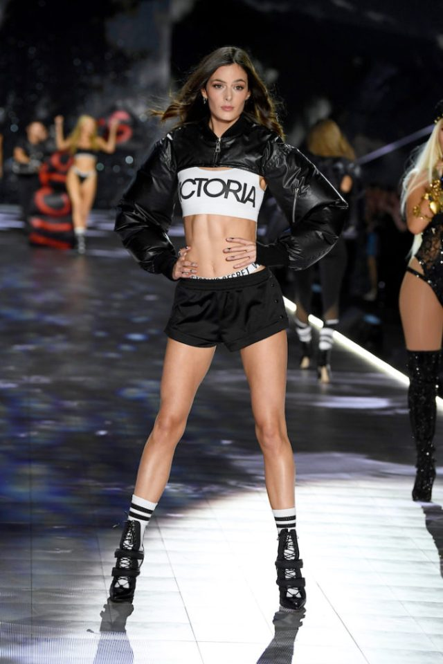 fashion-show-runway-2018-downtown-angel-sadie-victorias-secret-4chion lifestyle