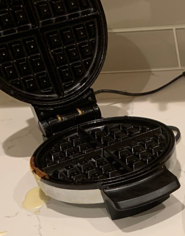 Hamilton Waffle Iron 4chion Lifestyle
