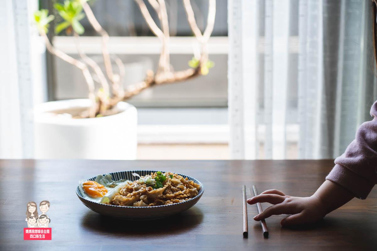 【宅配美食】在家簡單吃,新上市鹽水日曬意麵~波浪狀寬麵條,附上調味包,想吃就吃好方便!