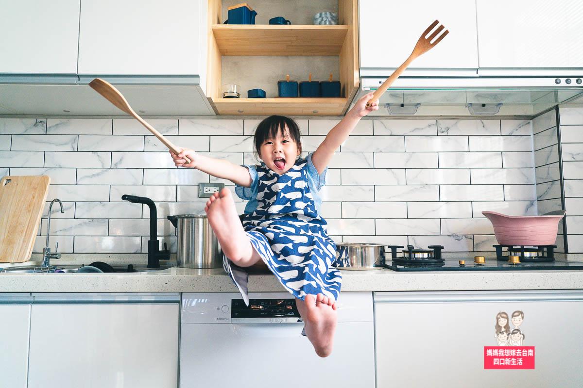 【居家DIY】廚房改造紀錄全紀錄,動動手改廚具貼壁磚,全家動起來
