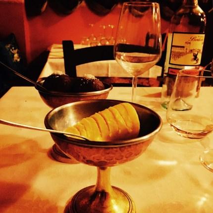 Polpettine dolci con rum e gelato al mango