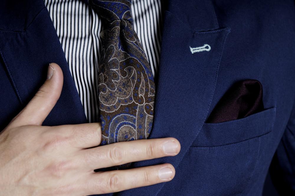 nieformalny krawat
