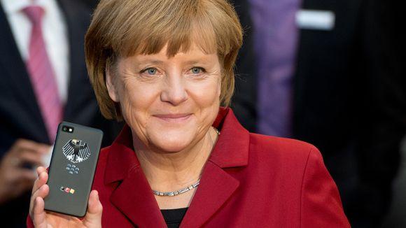 Chanceler alemã com o seu BlackBerry