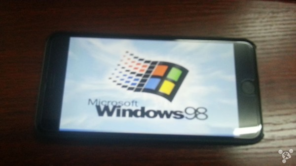 iPhone-6-Plus-running-Windows-98