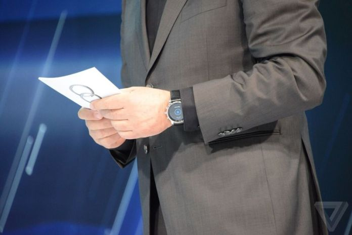 Mysterious-LG-smartwatch-spotted-at-CES-2015