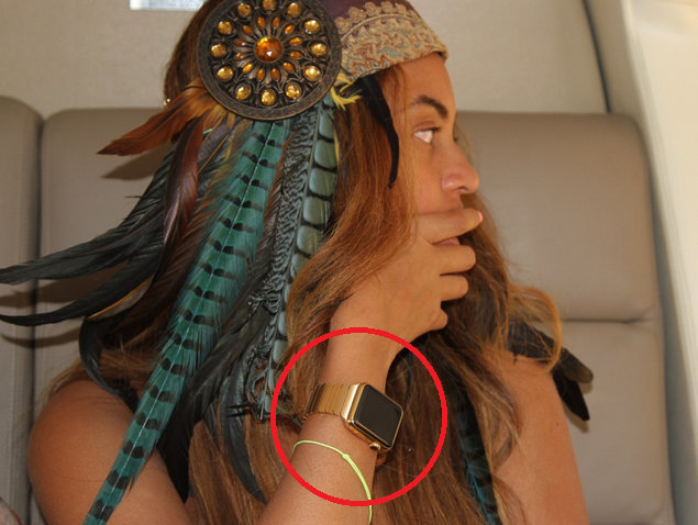 Beyonce-wearing-her-Apple-Watch-Edition-smartwatch-with-a-special-gold-band.jpg