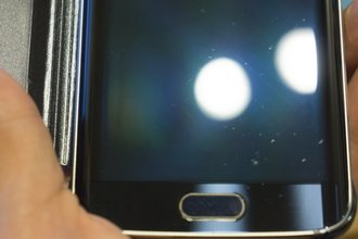 Galaxy-S6--amp-edge-scratched-by-Samsungs-Clear-View-case