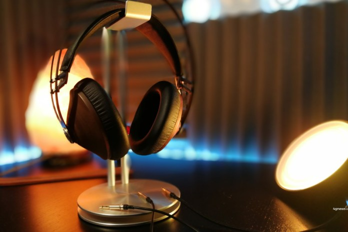 O OnePlus 5 não esqueceu os típicos headphones com entradas 3.5