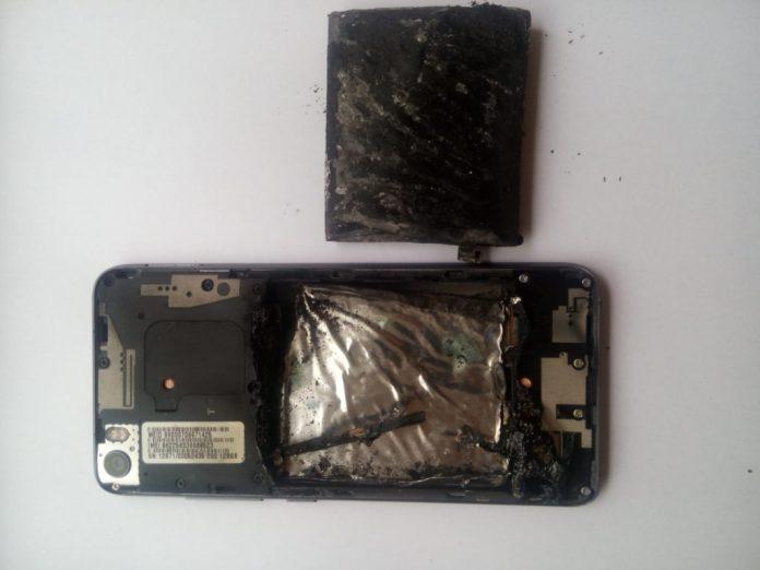 Foto do Xiaomi Mi 5 Pro completamente destruído; Imagem: GizmoChina