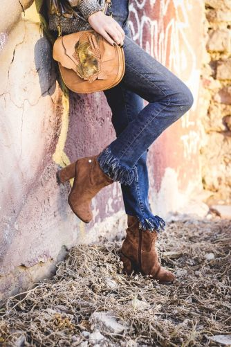 bomber_plateada_de_zara-zapatos_xti-botines_camel-bolso_uterque-ripped_jeans-hand_made-_www-shoesandbasics-com_patti-santamaria-cadiz-outfit-streetstyle_12