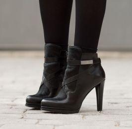 adicta_a_los_zapatosbotines_combinados_pelo_piel_negrosfrench_connectionimg_6389