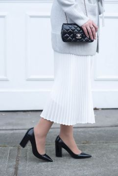 coco-and-vera-top-vancouver-fashion-blog-top-canadian-fashion-blog-top-blogger-outfit-details-chanel-handbag-aritzia-pleated-skirt-pierre-hardy-heels