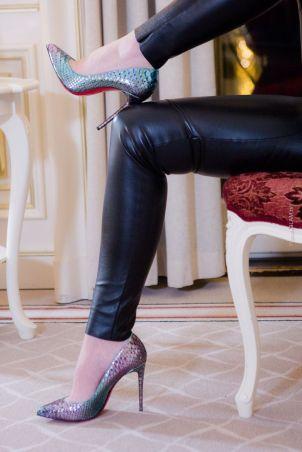 Luxusblogger in Berlin - Lederhose von Wolford - Schuhe Python Christian Louboutin Pigalle - Turtle-Neck Pullover - Schmuck Swarovski - Lippenstift Dior - Makeup CHANEL - Luxusbloggerin in Deutschland