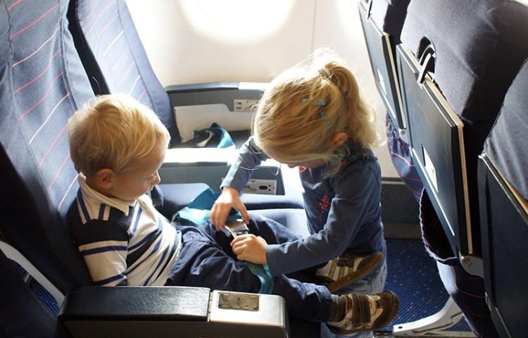 Vliegen met (kleine) kinderen: de 10 meest gestelde vragen