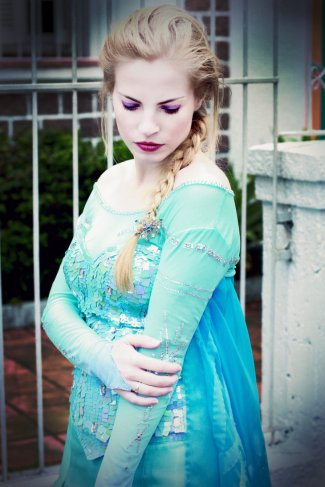 elsa___frozen_cosplay_by_lilirochefort87-d83olvi