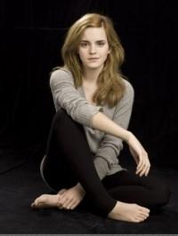 Beautiful-Emma-Watson-at-Home-House-520x693