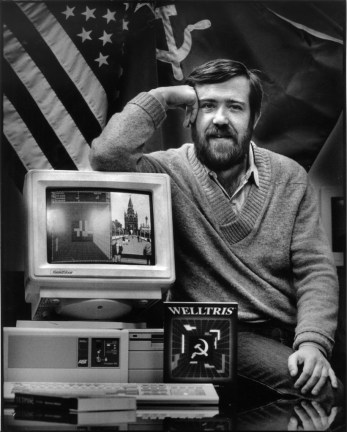 PAJITNOV-16JAN1990-SS - Alexey Pajitnov, with the Weltris game on the computer screen. Pajitnov developed bothe the Tetris and Weltris games. Alameda, Sphere, Inc. Photo by Scott Sommerdorf