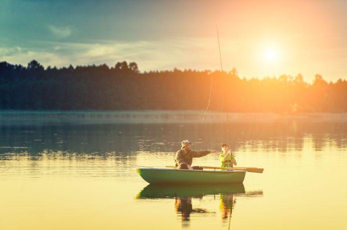 Angeln während der Bootsfahrt
