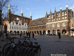 Das historisches Rathaus auf dem lübecker Marktplatz