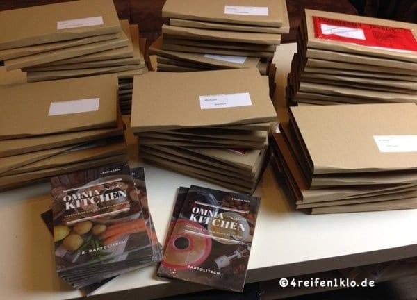 Koch-Und Backbücher zum Verschicken fertig gemacht