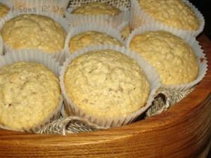 Healthy Applesauce & Oat Muffins