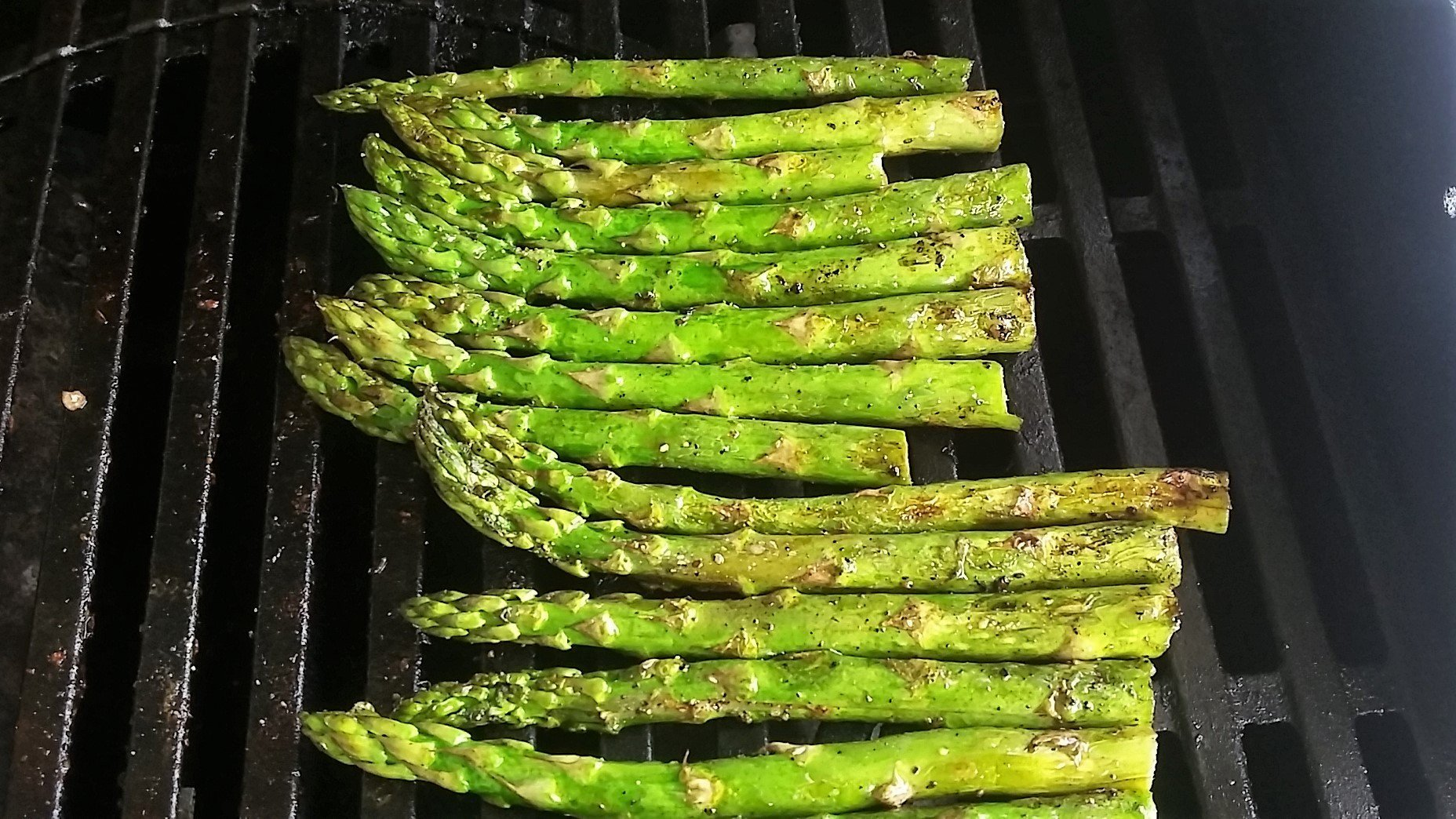 asparagus loose on the grill
