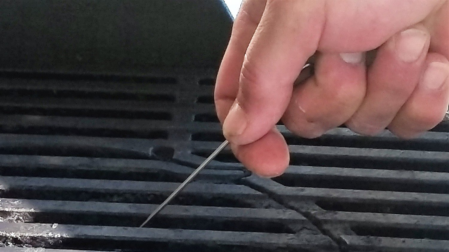 match holder between grill grates