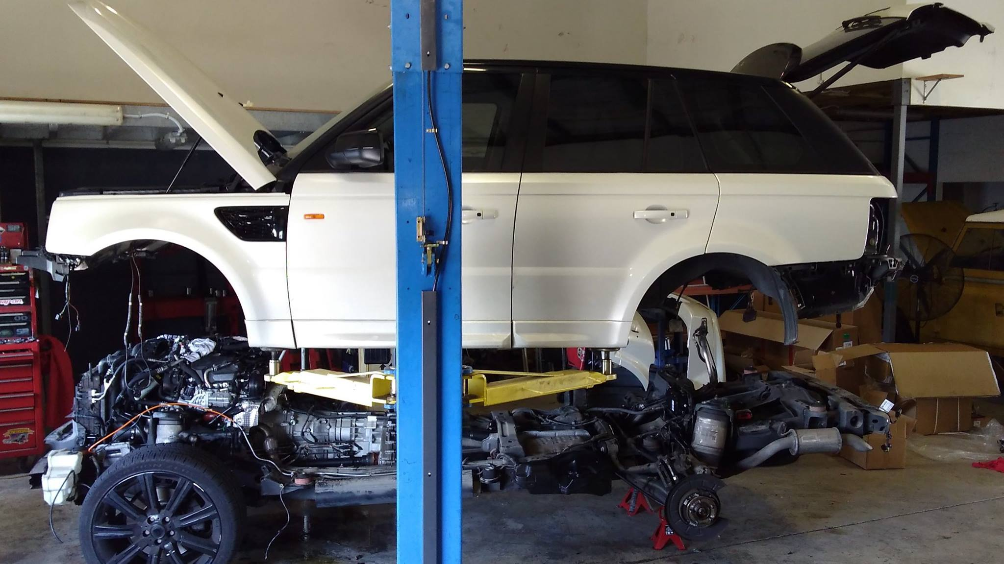 Independent Land Rover Specialist Professional Service - Range rover repair shop