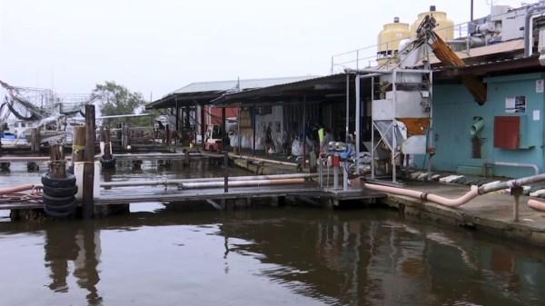 Residents make final preps as Hurricane Zeta nears