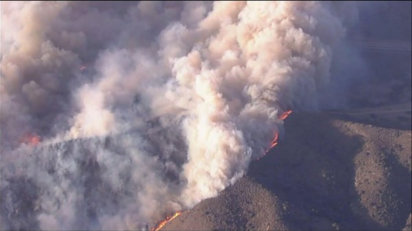 Crews battle fast moving Southern Calif. blaze