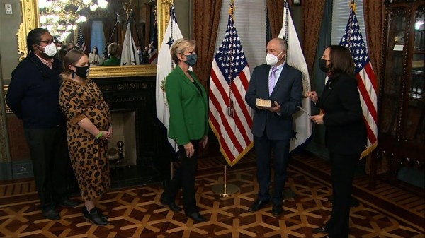 Former Gov. Granholm sworn in as energy secretary