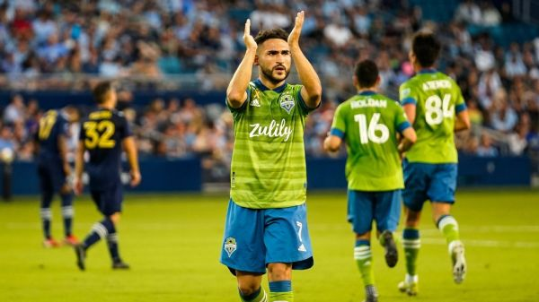 New England holds steady on top, Seattle cements its superiority in the West