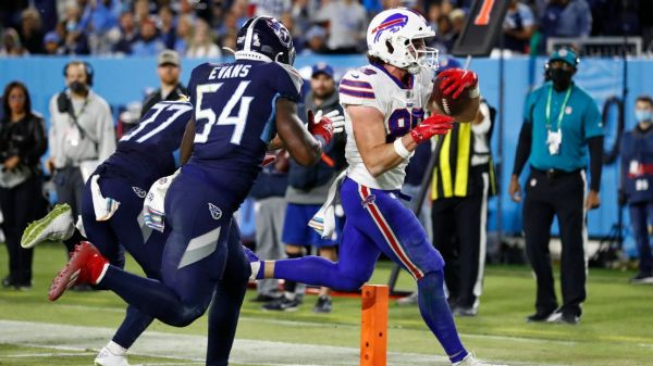 Buffalo Bills say TE Dawson Knox fractured hand in loss to Tennessee Titans