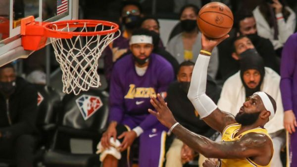 Lakers' LeBron James adamant limiting workload won't shield body from injury