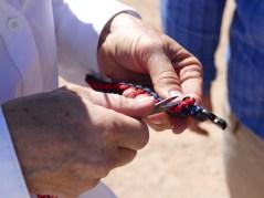 Cutting paracord bracelet