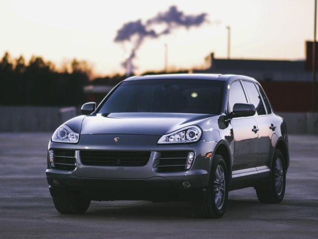 Porsche Cayenne ab Werk wirkt im Vergleich zum Rinspeed X-treme wie eine Familienkutsche.