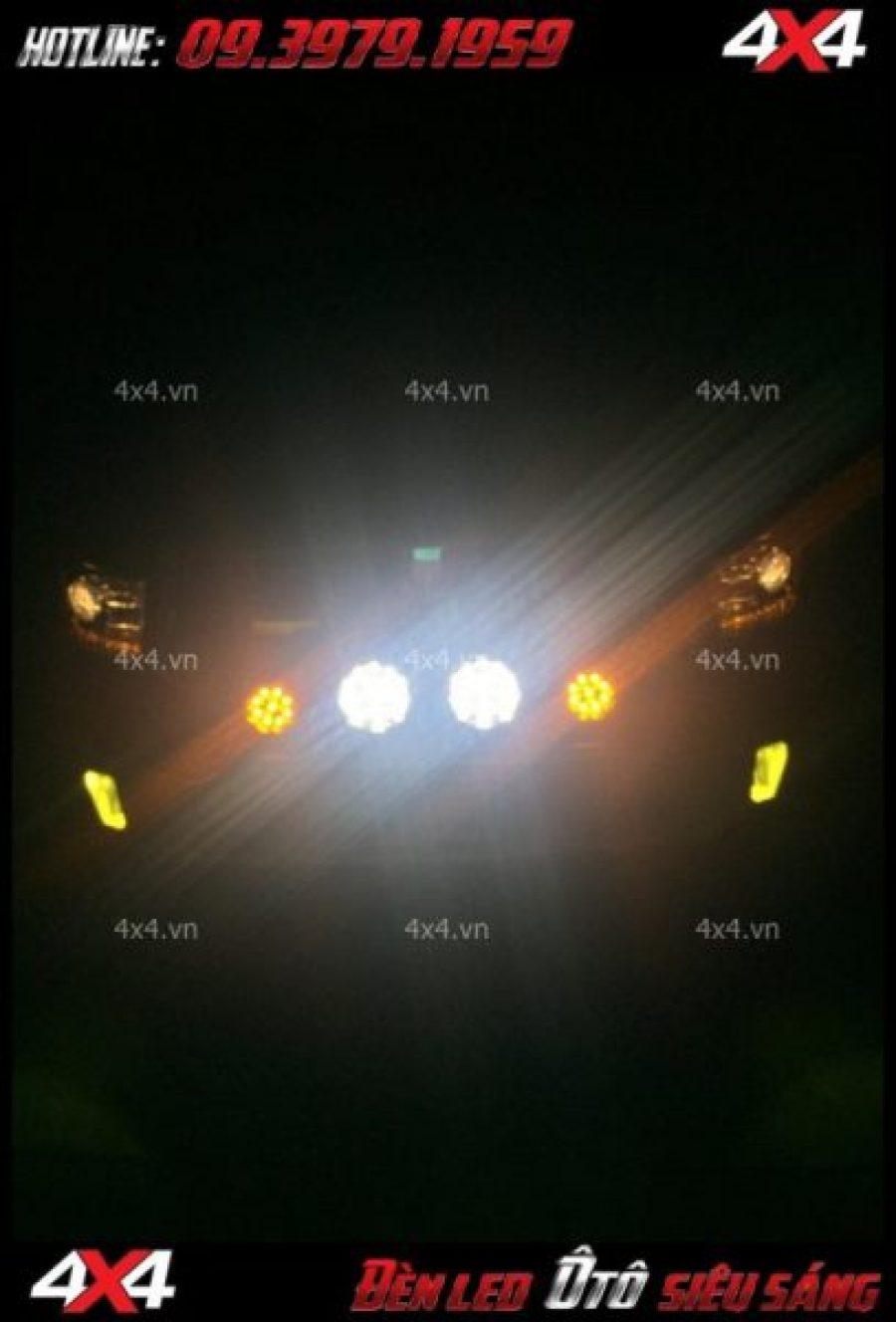 Ánh sáng của đèn tròn và đèn vuông khi lắp cho xe ô tô bán tải và xe hơi