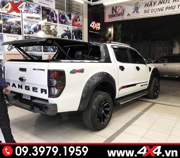 Đồ chơi xe Ford Ranger: Chiếc bán tải màu trắng gắn mâm Fuel Razor và nhiều món đồ chơi ngầu và đẹp