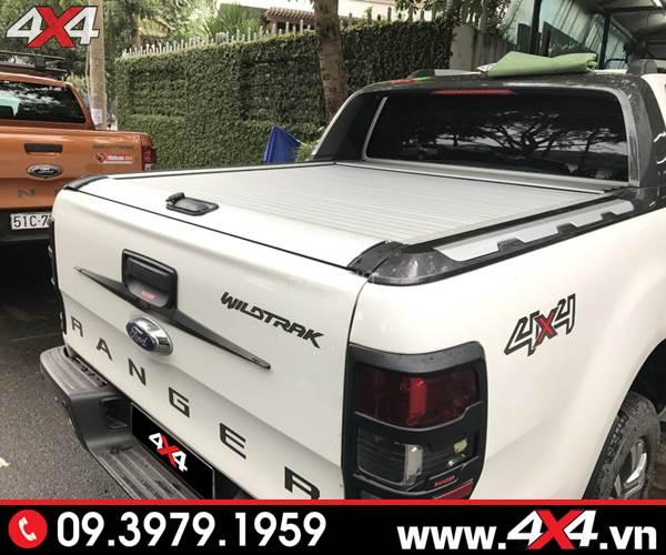 Đồ chơi xe Ford Ranger: Nắp thùng cuộn KSC màu bạc độ đẹp cho xe bán tải Ford Ranger màu trắng
