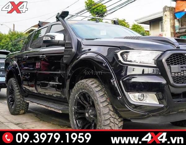 Chiếc Ford Ranger màu đen gắn ống thở đẹp, ngầu và nhiều món đồ chơi khác