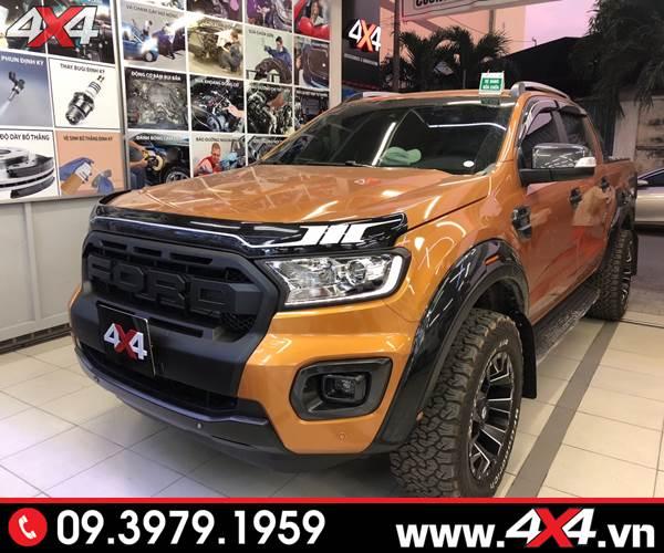 Đồ chơi Ford Ranger: Chiếc bán tải Ford Ranger độ ốp lướt gió capo đen sọc trắng tại 4x4
